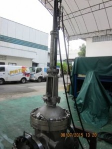 Gate Valve retrofitted with hydraulic actuator:  Performing leak checks